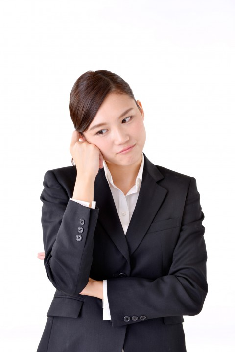 悩む若い女性-借金生活脱出日記