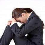 借金に悩む若い女性